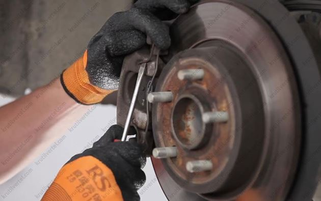 Замена тормозных колодок на форд фокус 3 своими руками 42